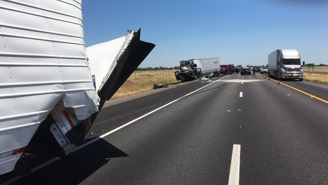 Update: An hour delay on northbound I-5 after multi-truck